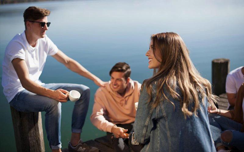 Độ tuổi bắt đầu xác định xây dựng các mối quan hệ khác ngoài gia đình